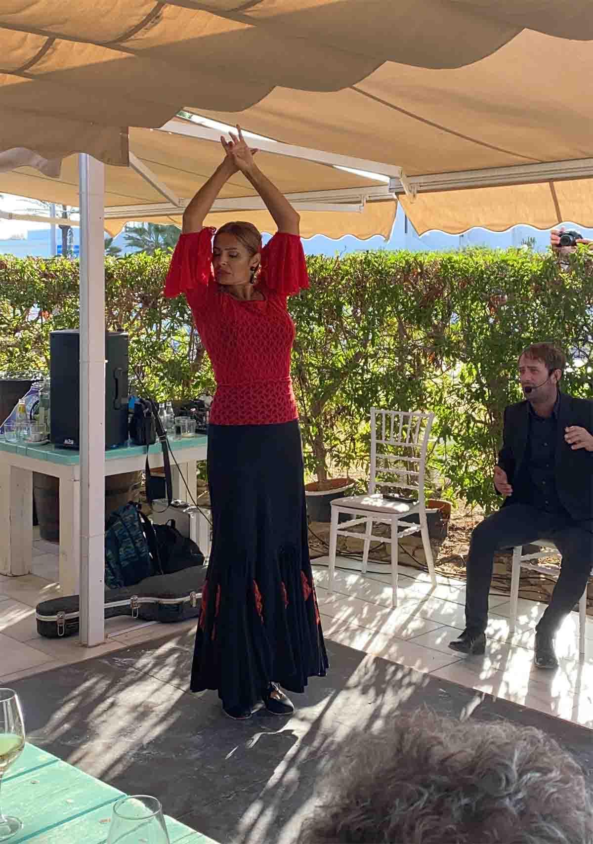 Francesca Girone. Flamenco en Neptuno mojacar dia del cancer